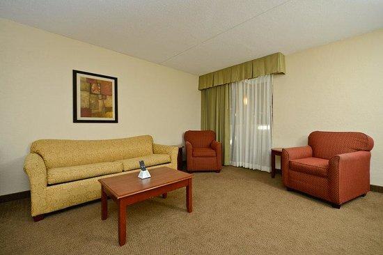 Best Western Plus Laporte Hotel & Conference Center: Suite