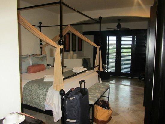 Secrets Maroma Beach Riviera Cancun: bed