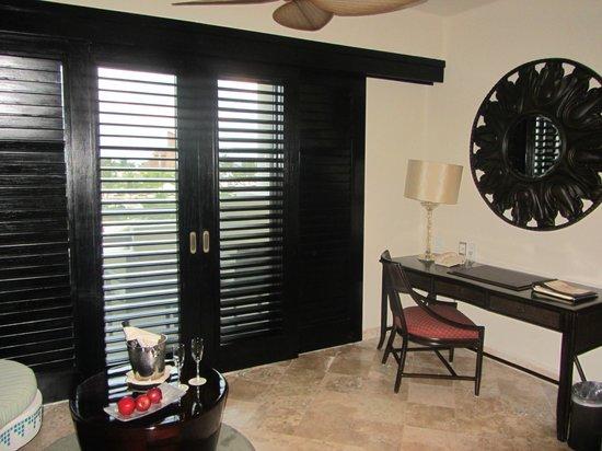 Secrets Maroma Beach Riviera Cancun: Dressing area of the bedroom