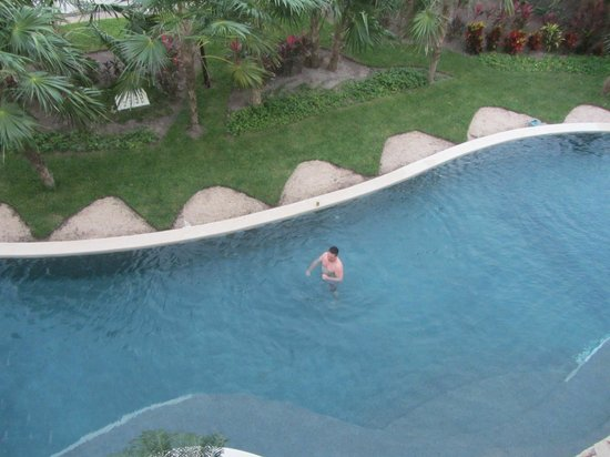 Secrets Maroma Beach Riviera Cancun: View of the swim up suite from the third floor