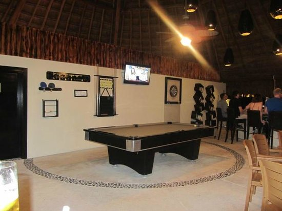 Secrets Maroma Beach Riviera Cancun: Sugar reef pool table