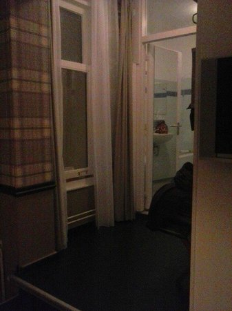 Max Brown Hotel Canal District: Zimmer untere Kategorie/Chambre sans vue
