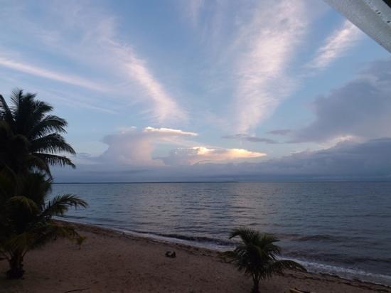 Jungle Jeanie's by the Sea : sunrise from the Beach Cabana