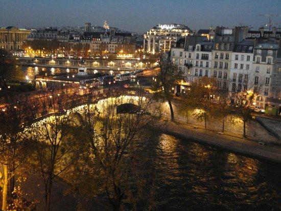 Citadines Saint-Germain-des-Pres Paris: Cenar con esta vista
