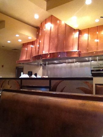 Alice's Steak & Sushi : open kitchen area