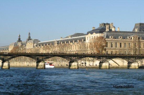 Vedettes du Pont Neuf : Le pont des Arts et le Louvre