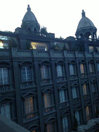 GH Universal Hotel: Gothic Architecture