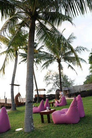 Chen Sea Resort & Spa Phu Quoc : Chillige Sitzmöglichkeiten vor der Bar