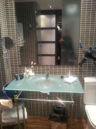 AC Hotel Recoletos: lavabo