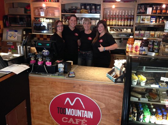 Tod Mountain Cafe: Some of the team at Toddies!