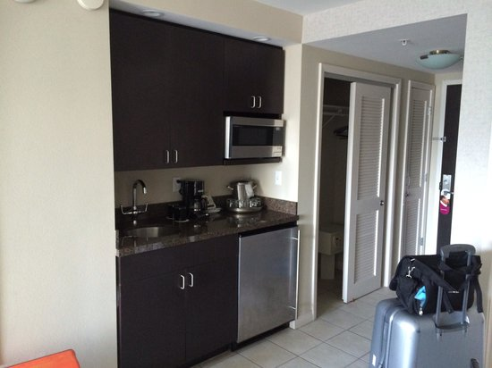 DoubleTree Resort By Hilton Hollywood Beach: Kitchen Setting With  Refrigerator And Microwave