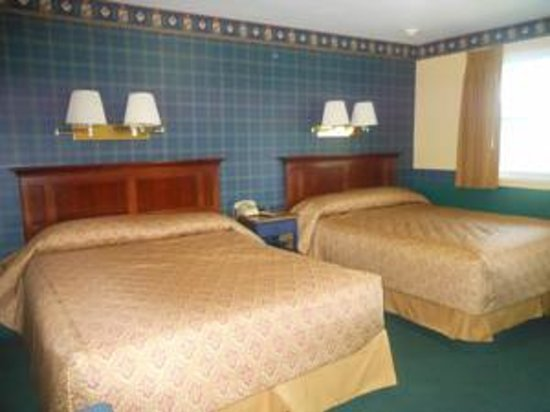 Briarcliff Motel: room