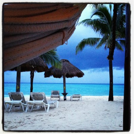 Mahekal Beach Resort: View from 4C hammock as storm rolled in