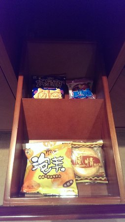 Shenwang Hotel: all the snacks in the room are free