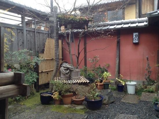 Bunnosukechaya: corner of the little courtyard