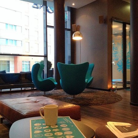 Motel One Nuernberg-City: Seating area