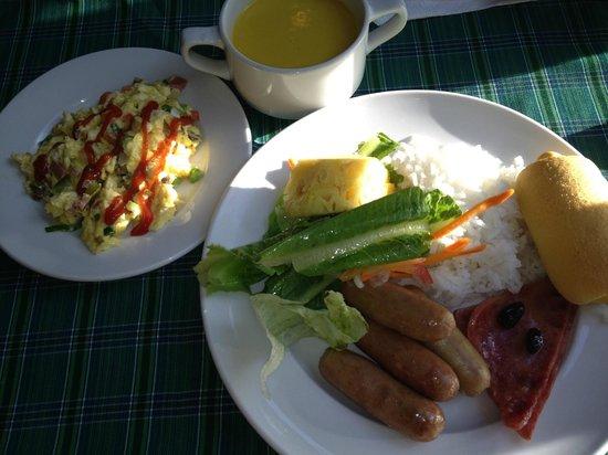 Pacific Cebu Resort: 朝食ビュッフェ-2 ソーセージは日によっては独特の風味のものも(自分はOKでした)