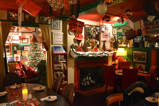 May Kelly's Cottage Restaurant and Pub : Props to whoever decorated this restaurant