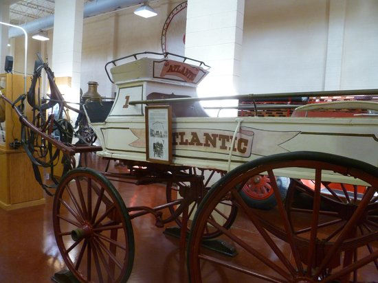 New Bern Fireman's Museum : An old horse carriage