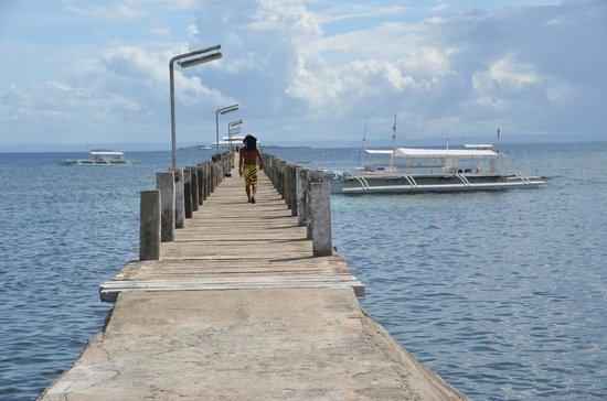 Pacific Cebu Resort: 桟橋は非常に長い。800mほどか。
