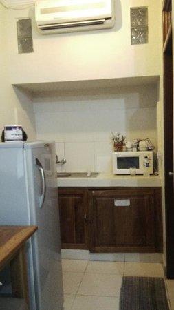 Secret Garden Inn: complete facilities and giant fridge!