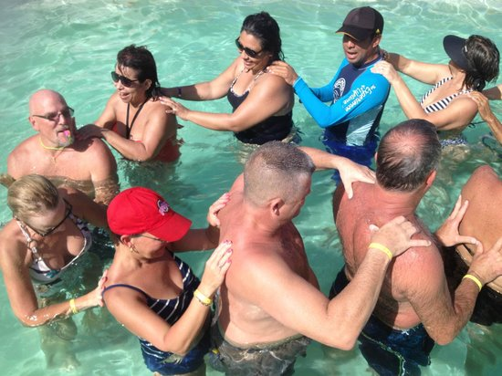Cancun Bay Resort: Water aerobics with Eric