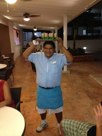 Cancun Bay Resort: Special drinks on the way!
