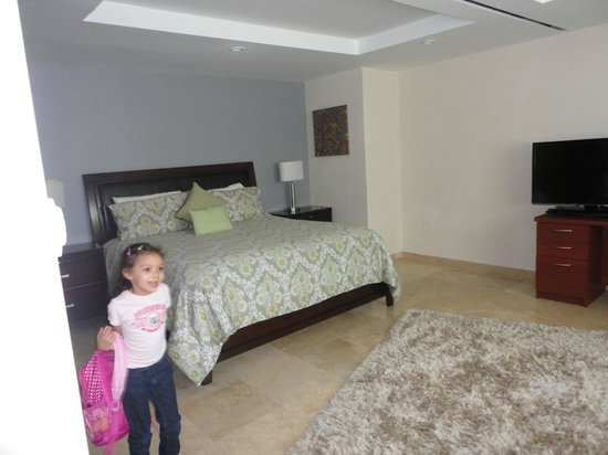 Ciqala Luxury Suites : bedroom area