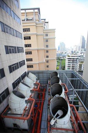 Grand Sukhumvit Hotel Bangkok: Le système d'épuration des eaux usées se trouve dans les coins du batiment.