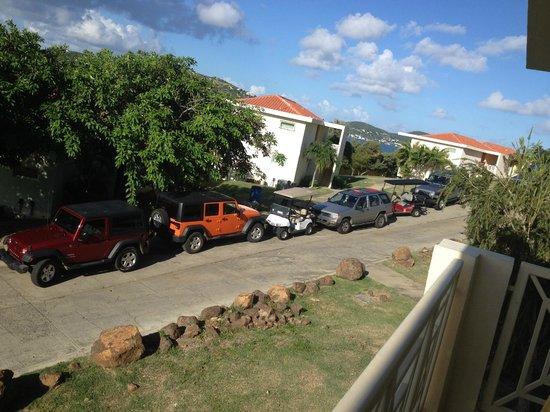 Sea Breeze Hotel: Plenty of cars..But NO parking spots!