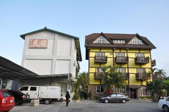 Puli Anilique: Both buildings