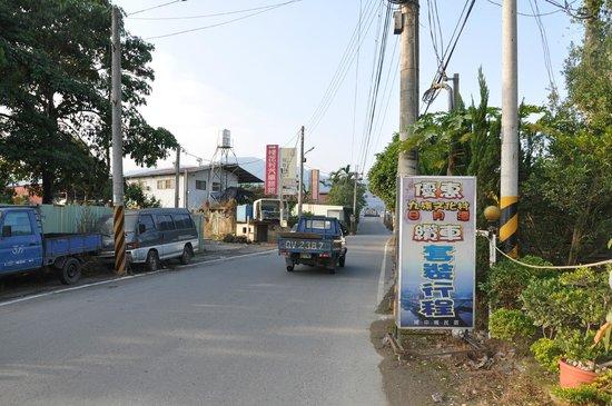 Puli Anilique: Outside hotel road