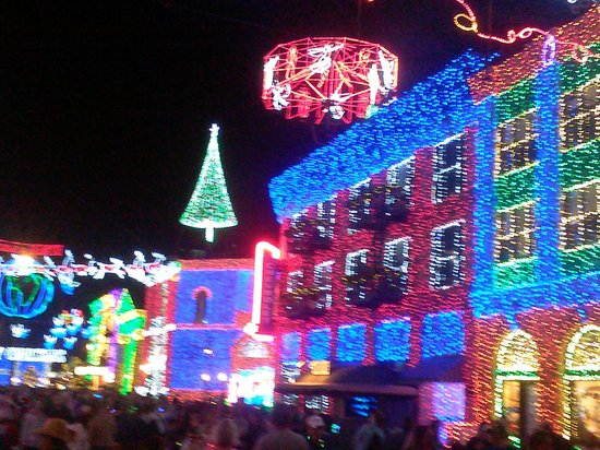 Disney's Hollywood Studios: Dancing color changing to many Christmas music themes