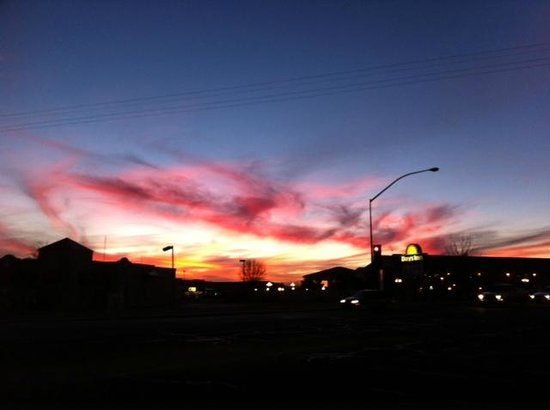 Days Inn Willcox: Sunset at the Days Inn