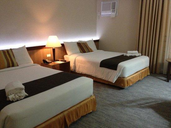 Dohera Hotel: Twin beds deluxe room