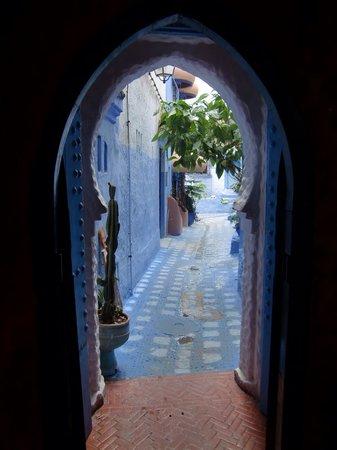 Hotel Hicham: リアドの裏口。形がかわいい。