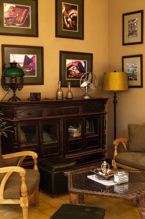 Heritage Suites Hotel: Cigar lounge