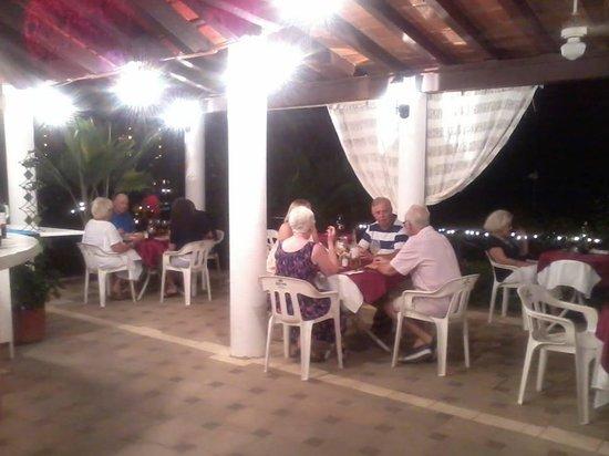 Mismaloya Grill: Fun night