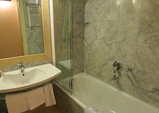 Hotel Villa Cappugi : Bath in standard double room