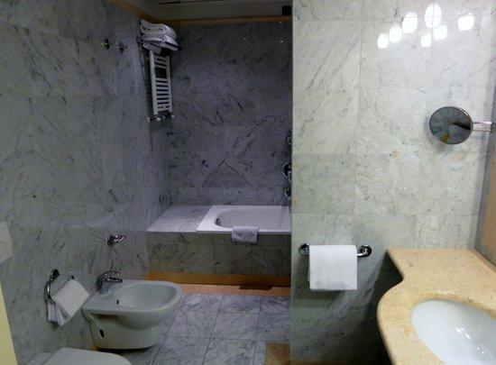 Hotel Villa Cappugi : Bath in Junior Suite