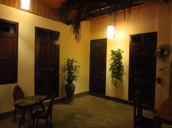 Manichan Guesthouse: The corridor