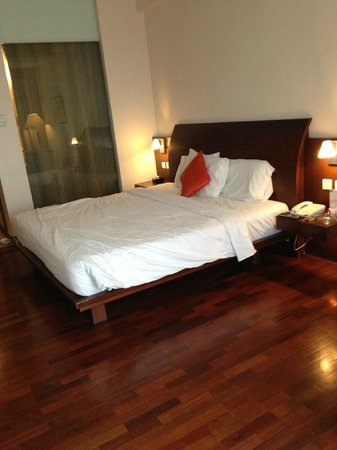 The Luxton Bandung : The spacious bed