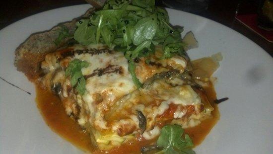 Jaco's Bayfront Bar & Grille: Lasagna to die for, huge portion