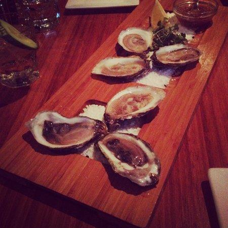 Les Tetes de Cochon: Oysters