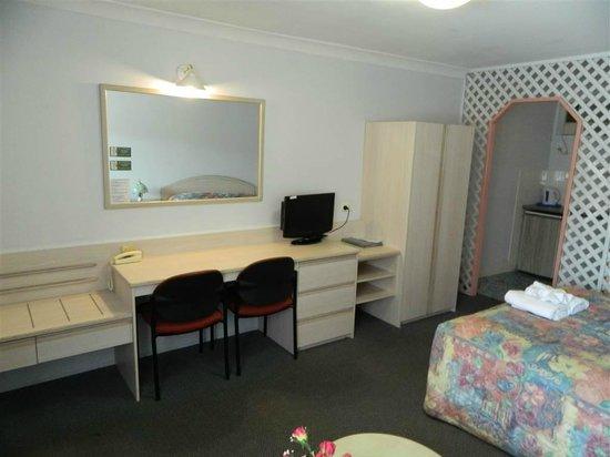 Alabaster Motor Inn: desk