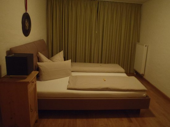 Freiburger Suiten: Bedroom 1