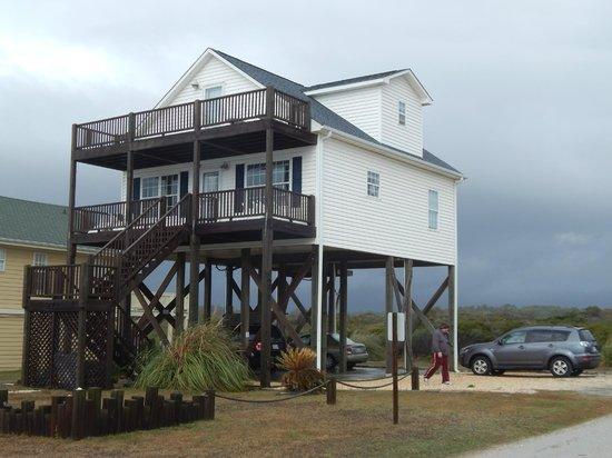 """Holden Beach : """"Summer Breeze""""-looks small but is 4BR, 2BA oceanfront beauty!!"""