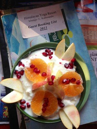 Himalayan Yoga Academy and Retreat: my beautiful breakfast !