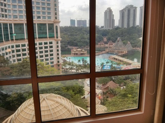 Sunway Pyramid Hotel: level 3 view of sunway