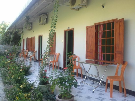 Diem Lien Guesthouse : relaxation area in front of the rooms